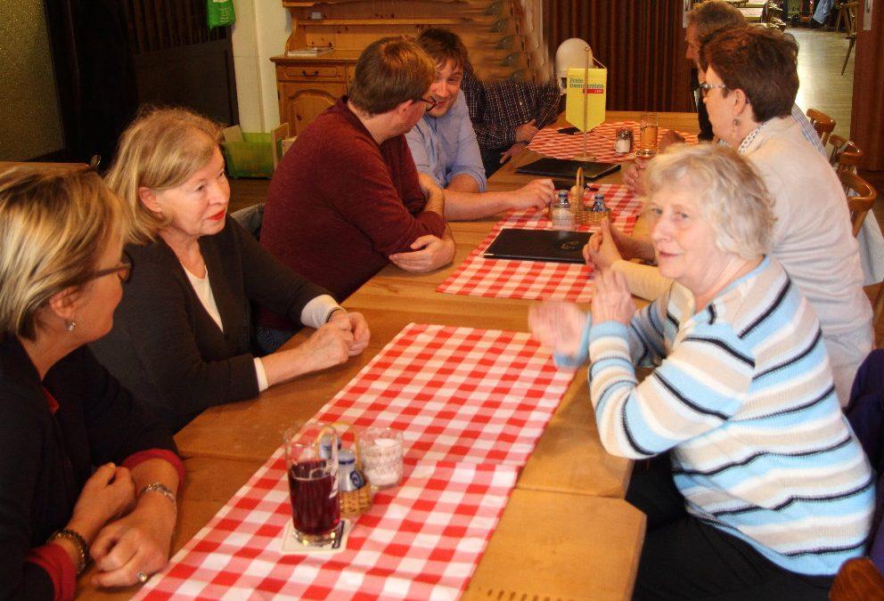 Schweinheimer Freie Demokraten und Gäste beim Stammtisch am 26.04.2018